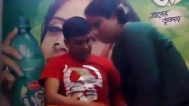 सुखद अंत के साथ आबनूस नुरु हिंदी में सेक्सी मूवी वीडियो मालिश के लिए बुला रहा है