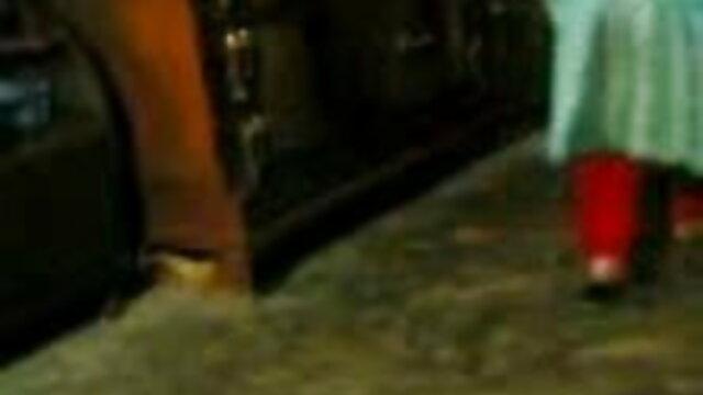 पेंटीहोज हिंदी वाली सेक्सी मूवी गुदगुदी