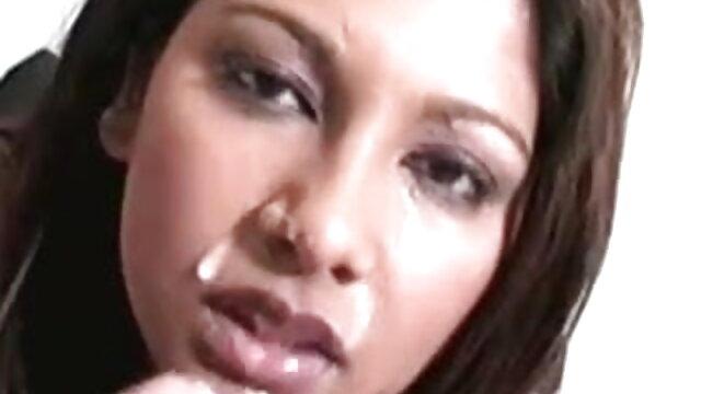 दानी वेबकैम उसके भोजपुरी में सेक्सी मूवी बेडरूम में