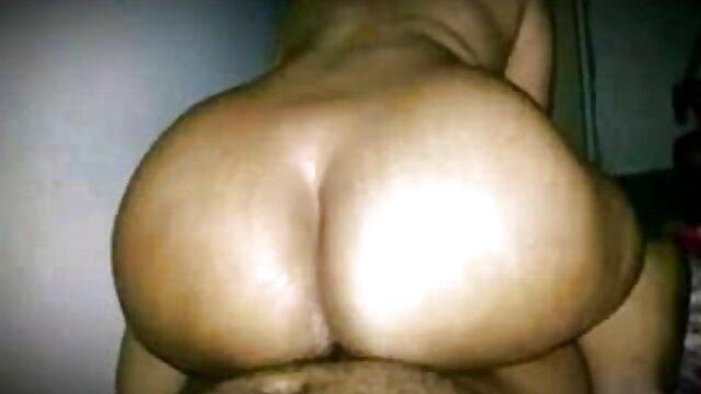ग्लोरहोल में सेक्सी मूवी इंग्लिश में मोना ली बुक्केक हो जाती है